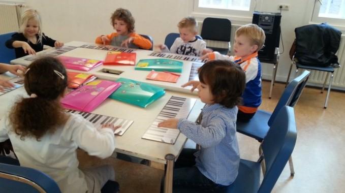 Spelen met muziek en met de piano voor kleuters bij muziekschool Boedijn (8)