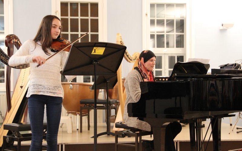 familie voorspeelavond muziekschool Boedijn te Hoorn (Elif en Beatrijs)