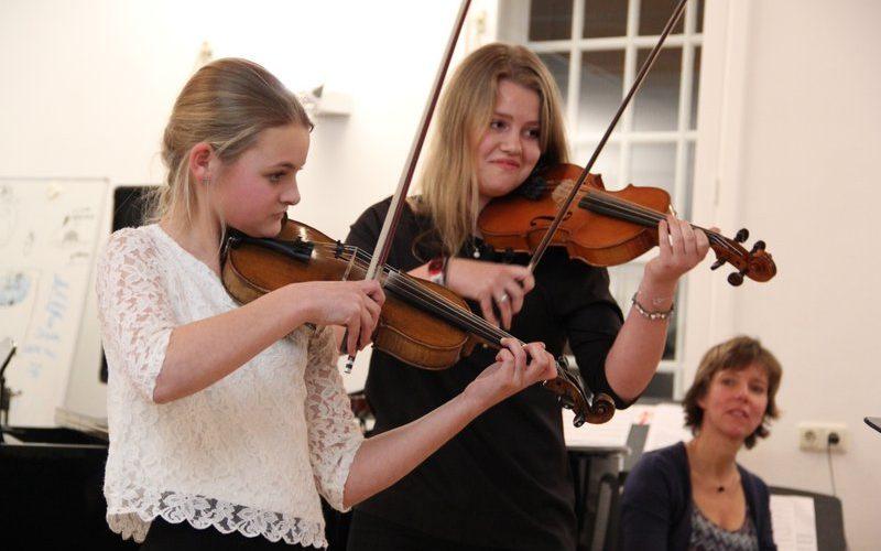 familie voorspeelavond muziekschool Boedijn te Hoorn (Florine en Lotte)