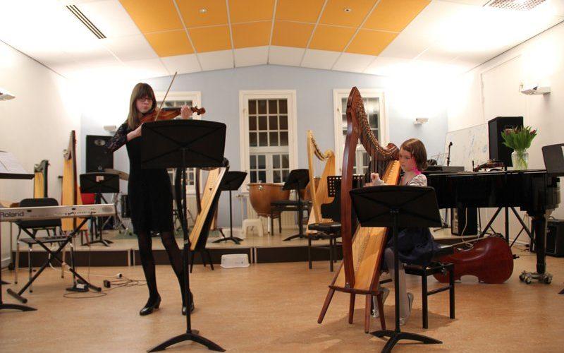 familie voorspeelavond muziekschool Boedijn te Hoorn (Kyra en Fenne)