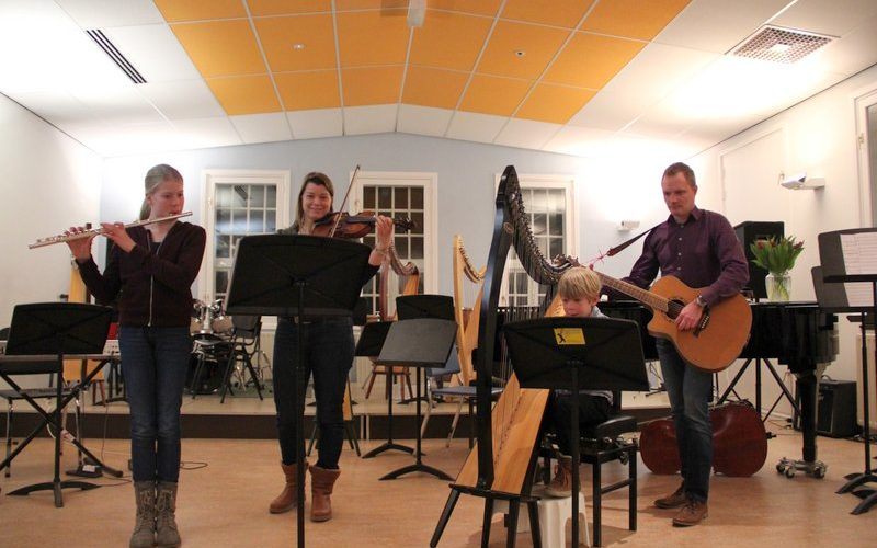 familie voorspeelavond muziekschool Boedijn te Hoorn (Thames, Nicolet, Merel en Ronald)